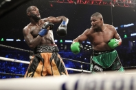 wilder-ortiz-fight (23)